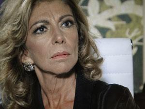 Maruschka não esperava mais essa surpresa (Foto: Aquele Beijo/TV Globo)