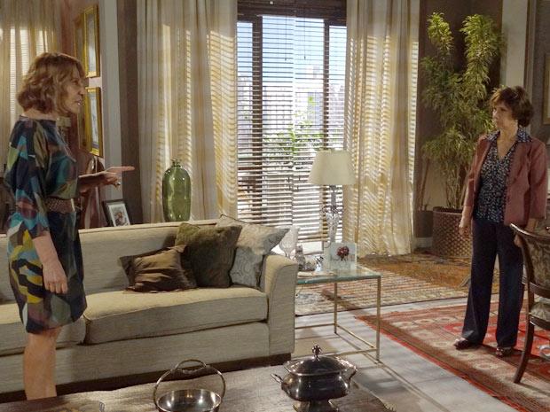 Celina enfrenta Danielle (Foto: Fina Estampa/TV Globo)
