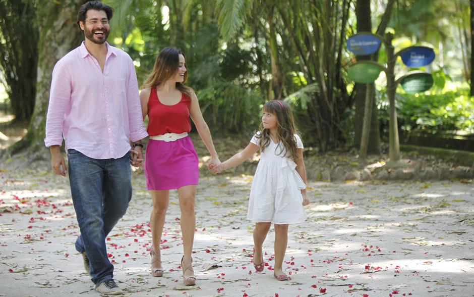 Ao lado dos dois grandes amores da sua vida, Lúcio e Júlia, Ana finalmente é dona de suas decisões