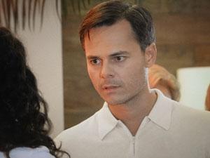 Ricardo pede que ela volte (Foto: Aquele Beijo/TV Globo)