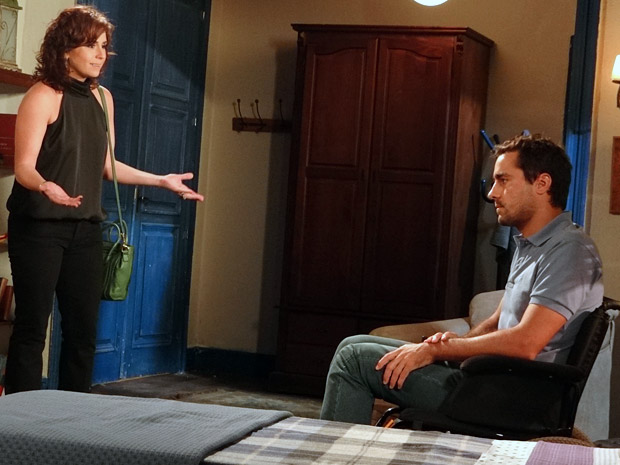 Claudia vai conversar com Vicente (Foto: Aquele Beijo/TV Globo)