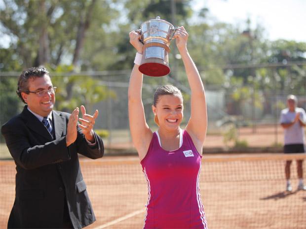 Treinada por Ana, Sofia se consagra um ícone do tênis (Foto: A Vida da Gente/ TV Globo)
