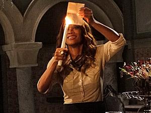 Grace Kelly queima o documento (Foto: a)