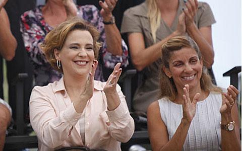 Eva termina sozinha, mas segue fã número um de Ana (A Vida da Gente/TV Globo)