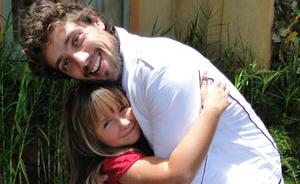 Jesuela Moro diz que Rafael Cardoso é seu pai postiço (A Vida da Gente/ TV Globo)