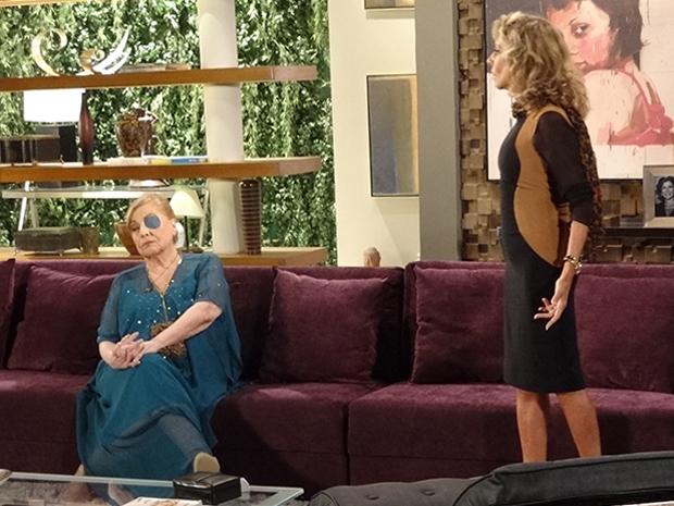 Mirta não suporta mais maus tratos de Maruschka e decide ir embora (Foto: Aquele Beijo/TV Globo)
