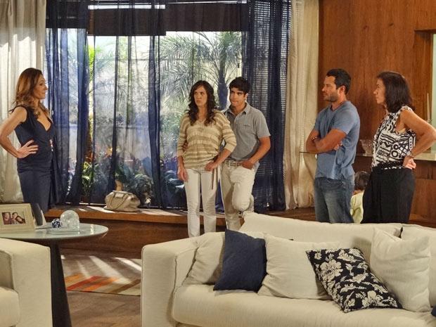 Tereza Cristina vai à casa de Griselda (Foto: Fina Estampa/TV Globo)