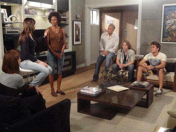Helena anuncia que vai morar em São Paulo (Foto: Malhação / TV Globo)