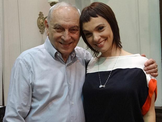 Os atores Rogério Falabella e Cynthia Falabella (Foto: Aquele Beijo/TV Globo)