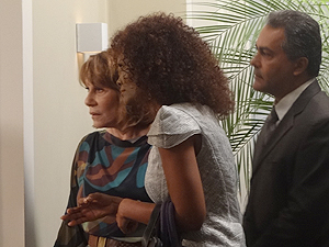 Danielle leva Mônica à casa de Celina (Foto: Fina Estampa/TV Globo)