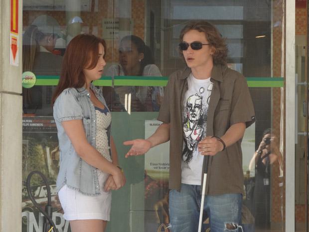 Filipe dá um fora em Débora, que fica irritada (Foto: Malhação / Tv Globo)