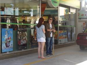 Débora encontra Filipe na lanchonete (Foto: Malhação / Tv Globo)