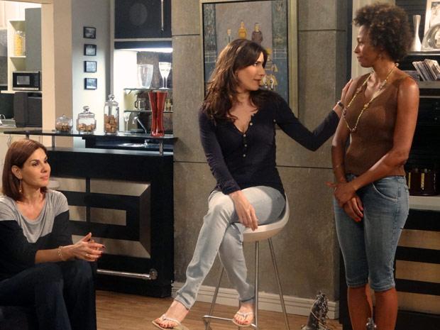 Helena pede para Aparecida tomar conta de betão e Filipe (Foto: Malhação / TV Globo)