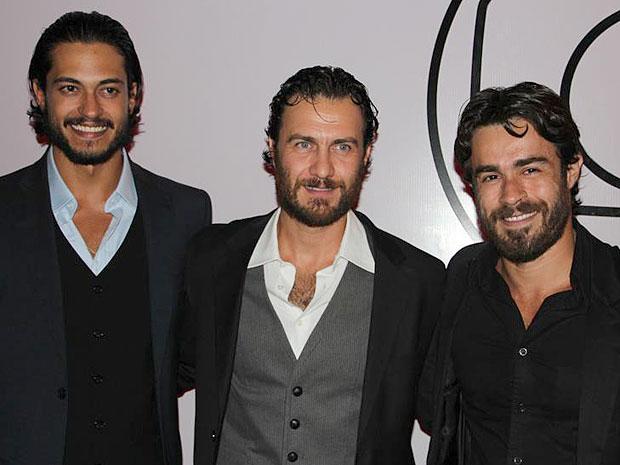 Raphael Viana, Gabriel Braga Nunes e Erom Cordeiro prestigiaram a festa (Foto: Amor Eterno Amor/TV Globo)