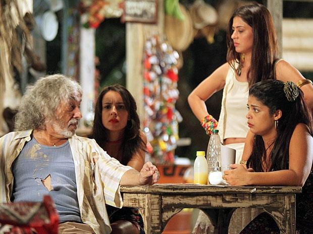 Zé inventa história em que teria sido atacado por uma onça (Foto: Amor Eterno Amor/TV Globo)