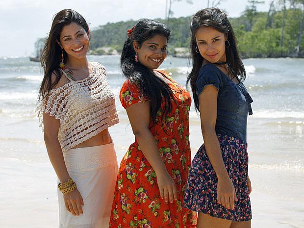 Carol Castro, Daniela Fontan e Andréia Horta se divertiram no Pará (Foto: Amor Eterno Amor/TV Globo)