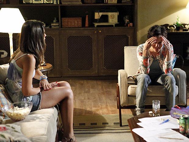 Marlene teme que Laís tenha um filho ainda jovem (Foto: Amor Eterno Amor/TV Globo)