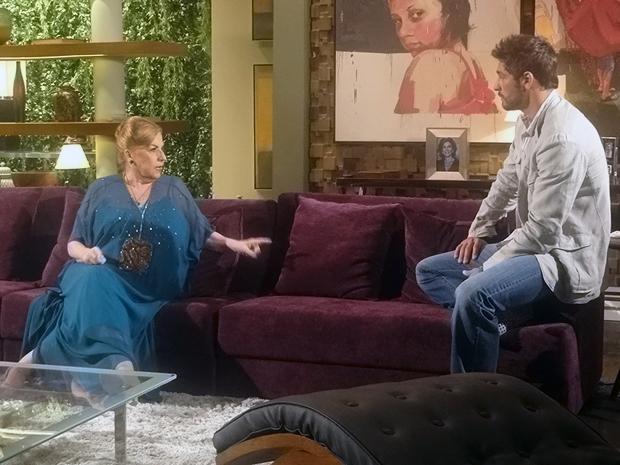 Mirta repreende agressão de Rubinho contra Ana Girafa (Foto: Aquele Beijo/TV Globo)