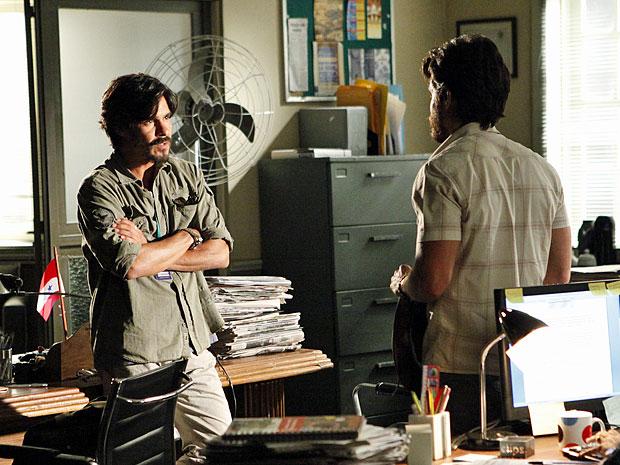 Pedro descobre que Carlos não é um homem fácil de se lidar (Foto: Amor Eterno Amor/TV Globo)