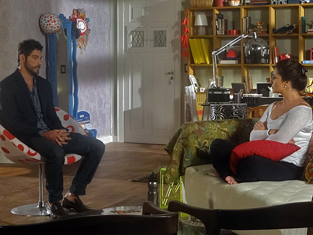 Rubinho vai conversar com Claudia (Foto: Aquele Beijo/TV Globo)