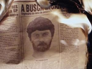 Retrato falado de Rodrigo queima no fogo (Foto: Amor Eterno Amor / TV Globo)