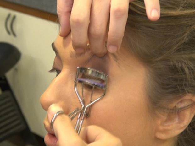 Letícia Spiller se preparando para virar a personagem Laura (Foto: Malhação / TV Globo)