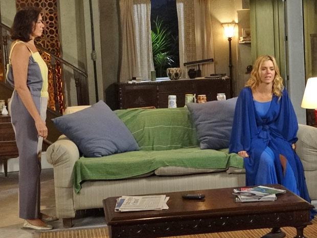 Teodora fica arrasada durante conversa com Griselda (Foto: Fina Estampa/TV Globo)