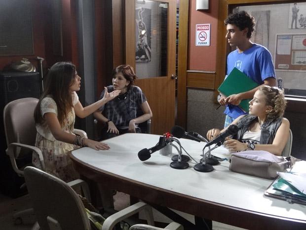 A garota mente e disse que não não é a responsável pela entrevista (Foto: Malhação / Tv Globo)