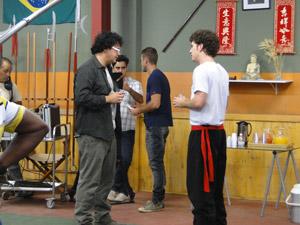 Fabiano pede para Gabriel gravar no lugar de Kiko (Foto: Malhação / Tv Globo)