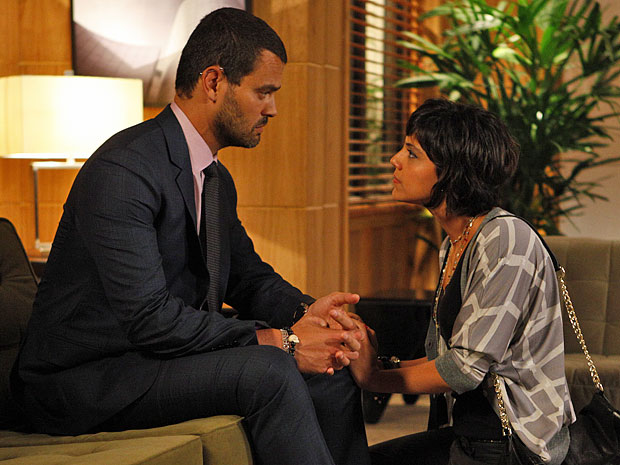 Miriam lamenta a reação de Fernando a respeito de sua viagem (Foto: Amor Eterno Amor/TV Globo)