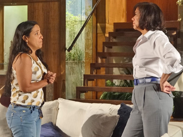 Marilda insiste para trabalhar com Griselda (Foto: Fina Estampa/TV Globo)