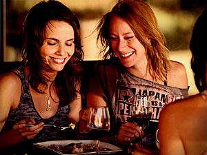 Carol elogia a companheira de cena Débora Falabella (Foto: Avenida Brasil / TV Globo)
