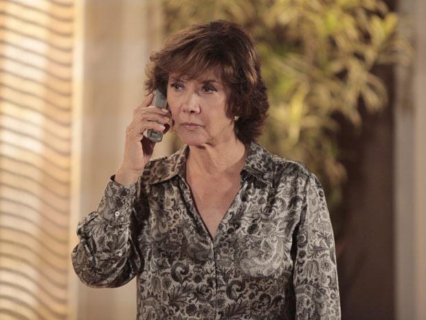 Celina acusa Danielle de estar armando um plano para ficar com o menino (Foto: Fina Estampa/TV Globo)