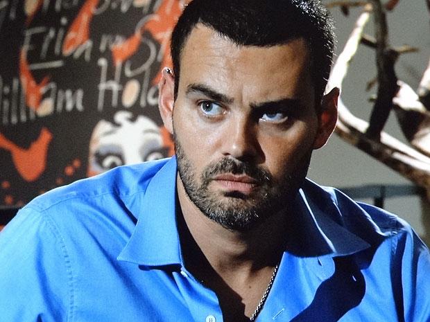 Fernando não gosta do sonho de Clara (Foto: Amor Eterno Amor/TV Globo)