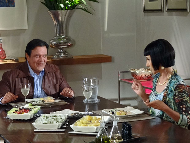 Melissa deseja que Miriam seja devorada por algum animal selvagem (Foto: Amor Eterno Amor/TV Globo)