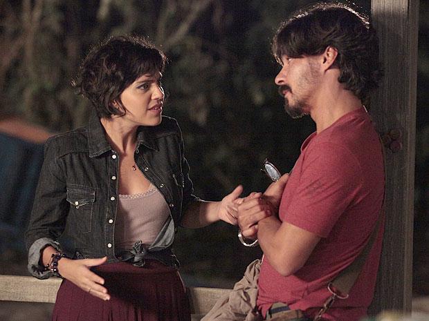 Miriam reclama do jeito de Carlos em conversa com Pedro (Foto: Amor Eterno Amor/TV Globo)