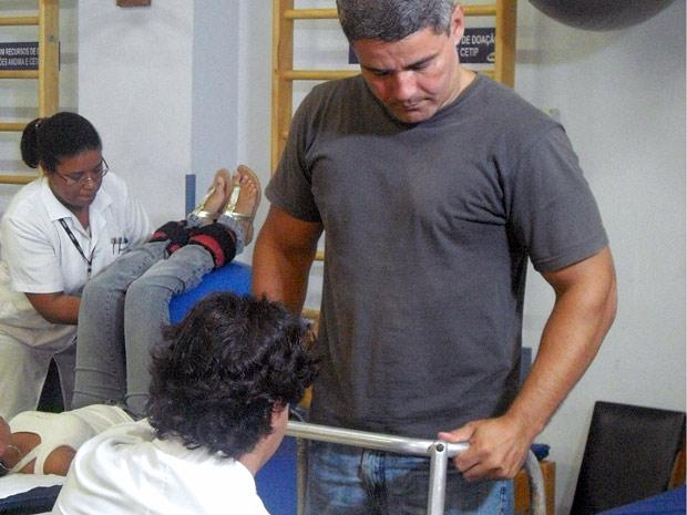 Paciente fazendo fisioterapia na ABBR (Foto: Arquivo Pessoal)