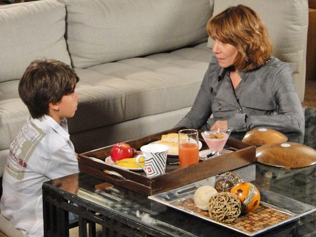 Pedro Jorge diz que não quer ficar com a avó (Foto: Fina Estampa/TV Globo)