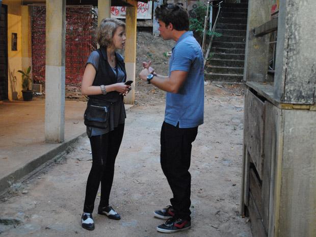 Betão discute com Babi e diz que ela não dá atenção a ele (Foto: Malhação / Tv Globo)