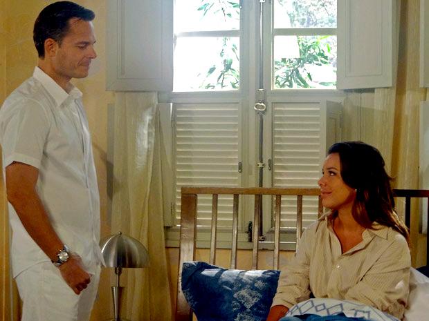 Ricardo e Camila passam a noite juntos (Foto: Aquele Beijo / TV Globo)