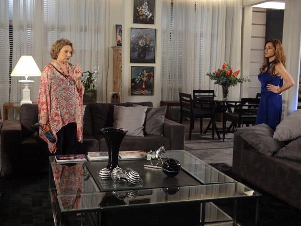 Íris diz para Tereza Cristina que ela não é filha de Carlota Valdez (Foto: Fina Estampa / TV Globo)