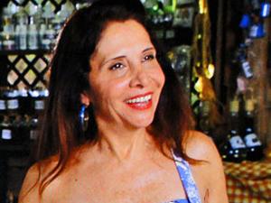 Carmem recebe Pedro e Miriam com ironias (Foto: Amor Eterno Amor/TV Globo)