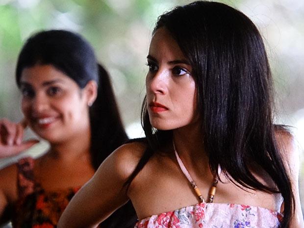 Valéria fica com raiva ao saber que Miriam que levar Carlos para o Rio de Janeiro (Foto: Amor Eterno Amor/TV Globo)