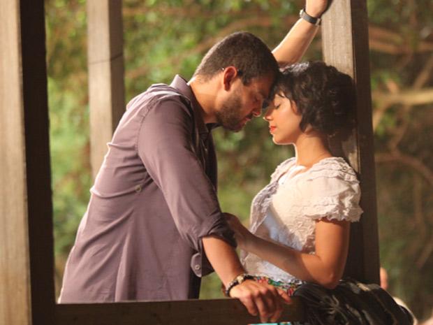 Fernando declara seu amor para Miriam (Foto: Amor Eterno Amor / TV Globo)