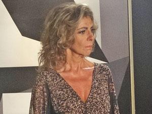 Maruschka não acredita no que ouve (Foto: Aquele Beijo/TV Globo)