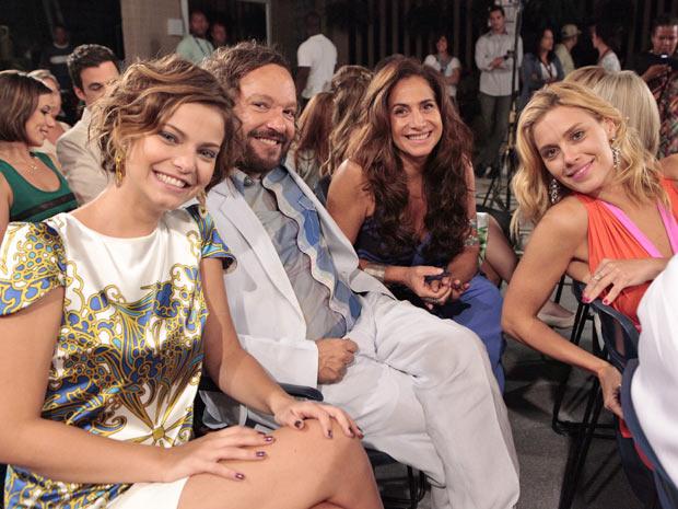 Carolina Dieckmann, Wolf Maya, Totia Meireles e Milena Toscano posam para o nosso site (Foto: Fina Estampa/TV Globo)