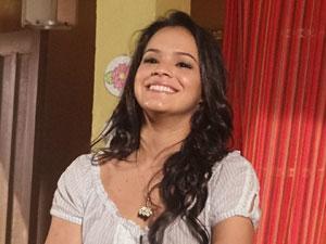 Ela fica encantada (Foto: Aquele Beijo/TV Globo)
