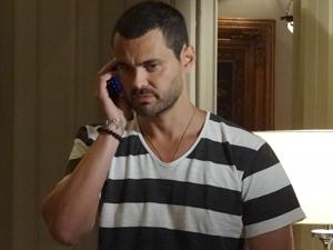 Fernando diz a Melissa que Carlos pode mesmo ser Rodrigo (Foto: Amor Eterno Amor / TV Globo)