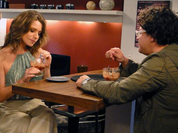 Fabiano e Laura conversam sobre relacionamento (Foto: Malhação / TV Globo)