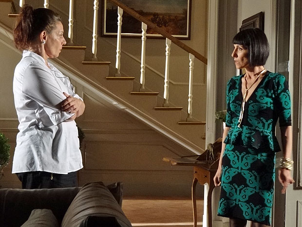 Teresa e Melissa discutem por causa de Verbena (Foto: Amor Eterno Amor/TV Globo)